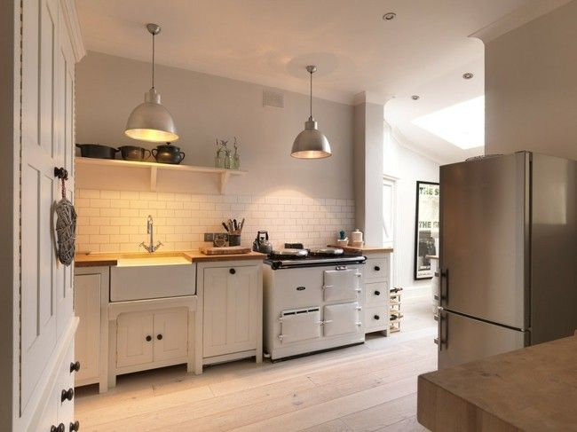 moderne-kuche-hell-ausstattung-einrichtung-perfekt