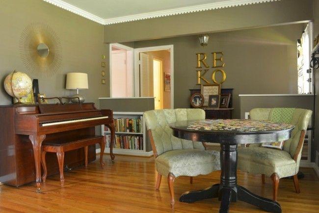 musikzimmer-klavier-tisch-zwei-sessel