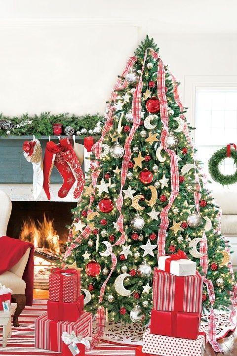 rote-akzente-weihnachtsbaum