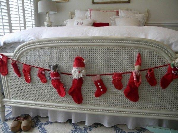 rote-strumpfe-und-weihnachtsfigurchen
