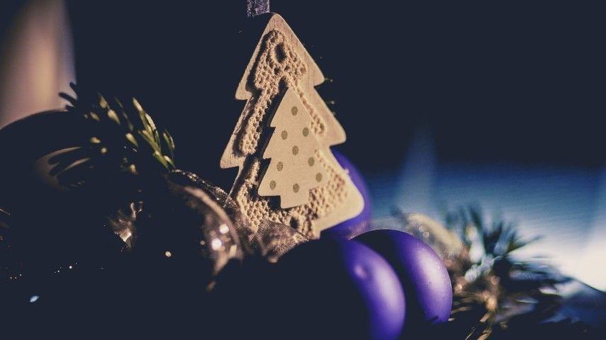 Prächtig Zu Weihnachten Dekoriert Wurde Ein Historisches Haus In ... Dekoration Mit Blumen Ideen Entsprechende Fruhlingsstimmung