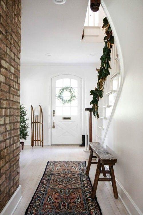 treppenhaus-weihnachtsdekoration-girlande-grun