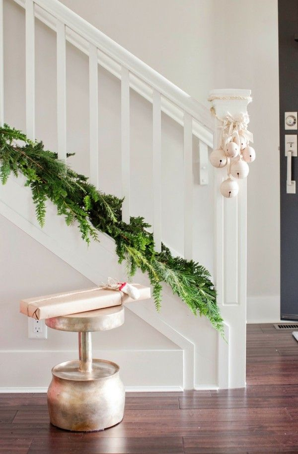 treppenhaus-weihnachtskugeln