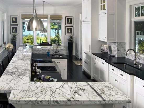wandgestaltung-in-der-kuche-modern-marmor-kochensel