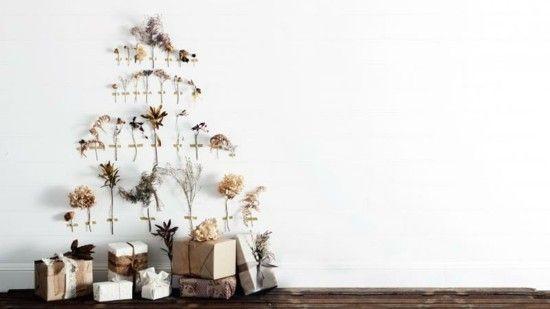weihnachtsbaum-alternativ-an-der-wand-formen-getrocknete-blumen-zweige-graser
