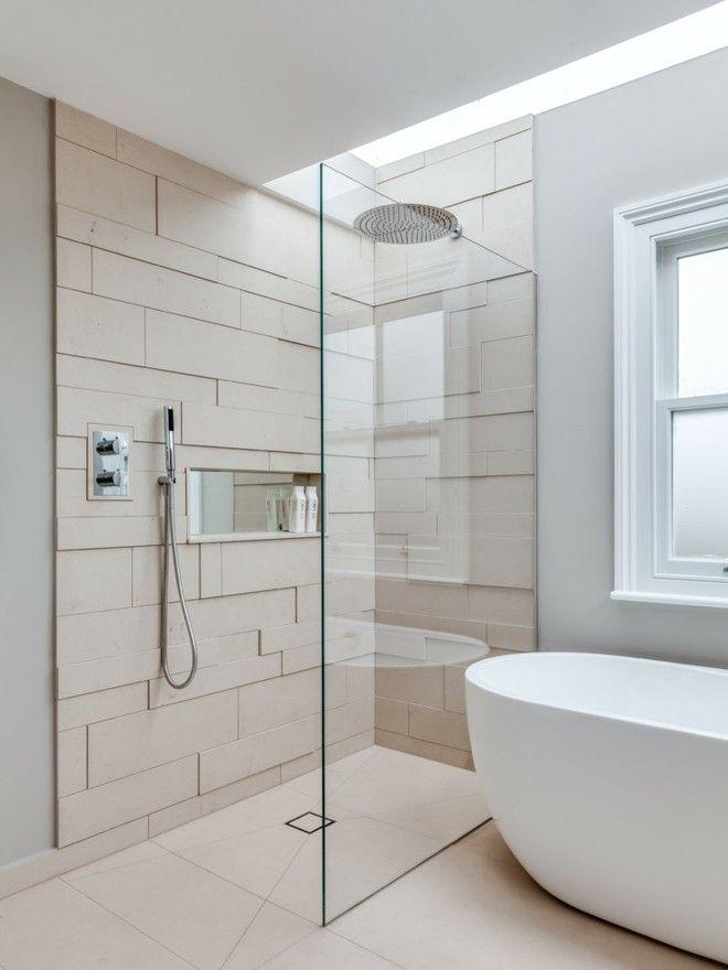 Elegant Grose Badewanne. Die Ebenerdige Dusche Ist Eine Moderne ...
