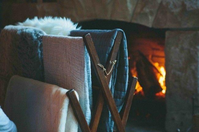 warme-kuscheldecken-bettzeug-wurfdecken-kamin