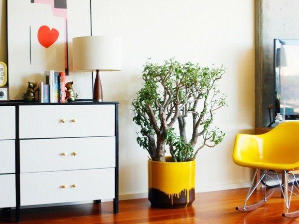 Designer-Stuhl weiße Kommode rotes Herz