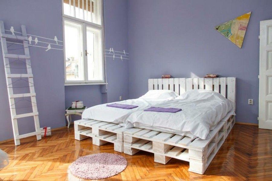 Doppelbett Europaletten elegantes Weiß Entspannen Ruhe
