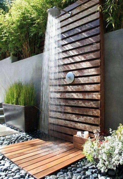 Exklusive Gartenmobel Outlet : Gartendusche aus Paletten sehr praktische Idee  im Freien duschen