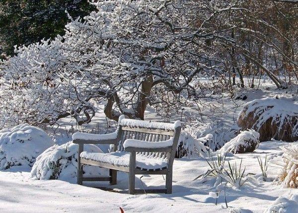 Gartenmöbel im Winterschlaf