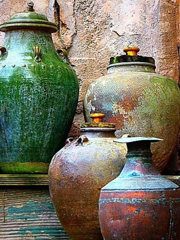 gegenstande-aus-erd-materialien-wie-stein-ton-oder-keramik-eignen-sich-hervorragend