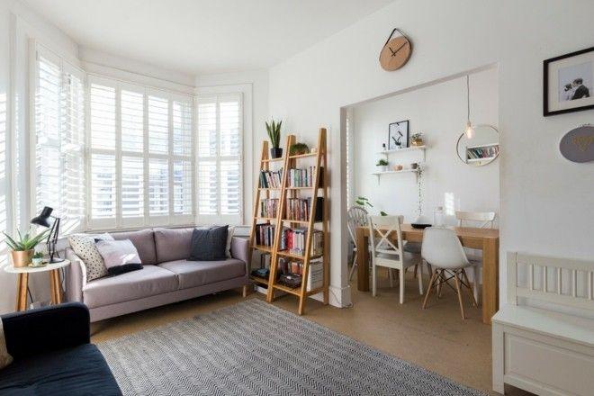 Holzregal Wohneinrichtung Wohnzimmer Teppich