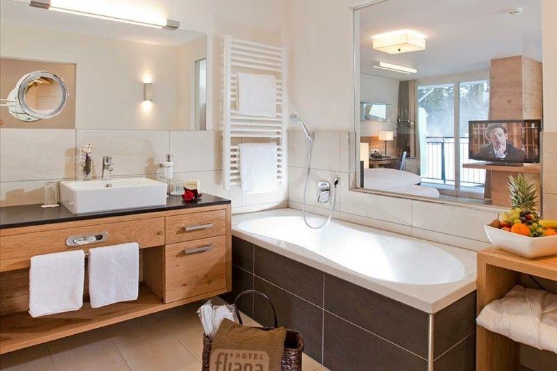 modern-design-badewanne-und-waschtisch
