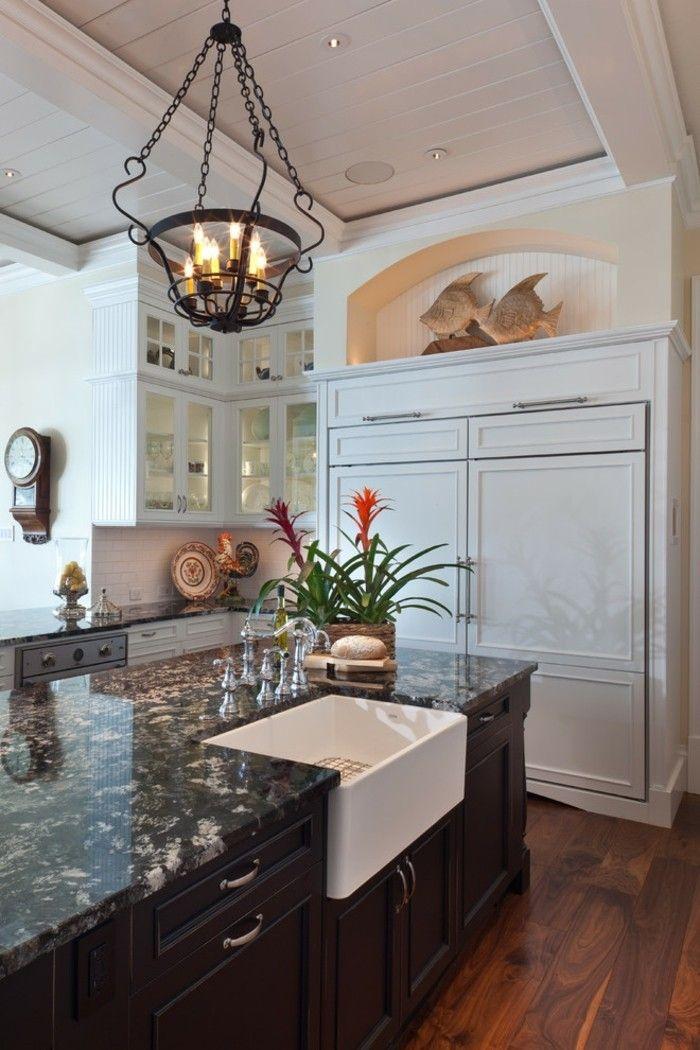 Moderne Küche schwarzer Granit