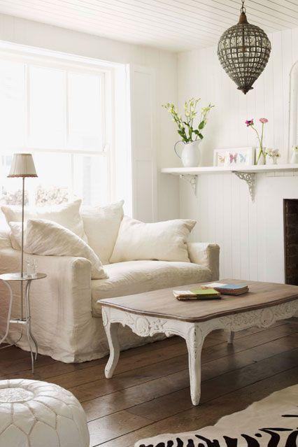 Modernes Wohnzimmer gemütliche Atmosphäre