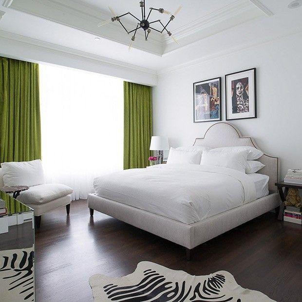 schlafzimmer-ganz-in-weis-schwere-gardinen