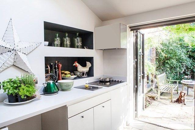 Schwarze Wandeinbauregale - Küchengeräte und Zubehör
