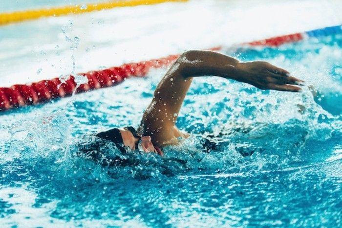 tagliches-training-schwimmen-wasserprozeduren-korper-seele-gut-tun