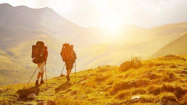 urlaub-in-den-bergen-lange-wanderungen-viel-zeit-an-der-frischen-luft-verbringen