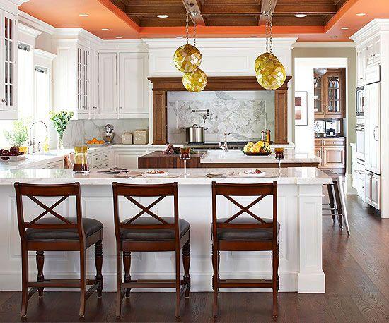 Weiße Küchentische - weiße Küchenschränke