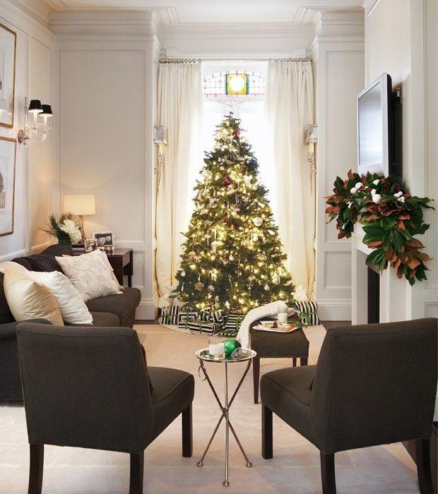 weihnachtsbaum-modernes-wohnzimmer