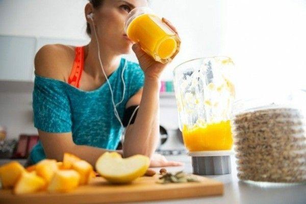 frisches Obst essen frisch gepresste Säfte Entschlackungskur gute Gesundheit