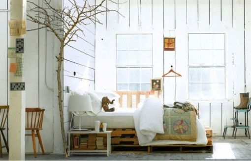 bett aus paletten eine praktische diy idee f r. Black Bedroom Furniture Sets. Home Design Ideas