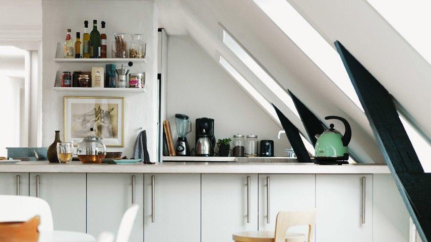 Noch Beim Entwurf Einer Modernen Dachwohnung Muss Man Genug Raum Dort Auch  Für Die Küche Vorplanen. Wir Alle Wissen Aus Eigener Erfahrung, Wie  Unentbehrlich ...