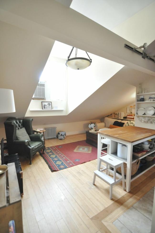 Wohnzimmer auf dem dachboden echtes symbol f r for Kleiner ohrensessel