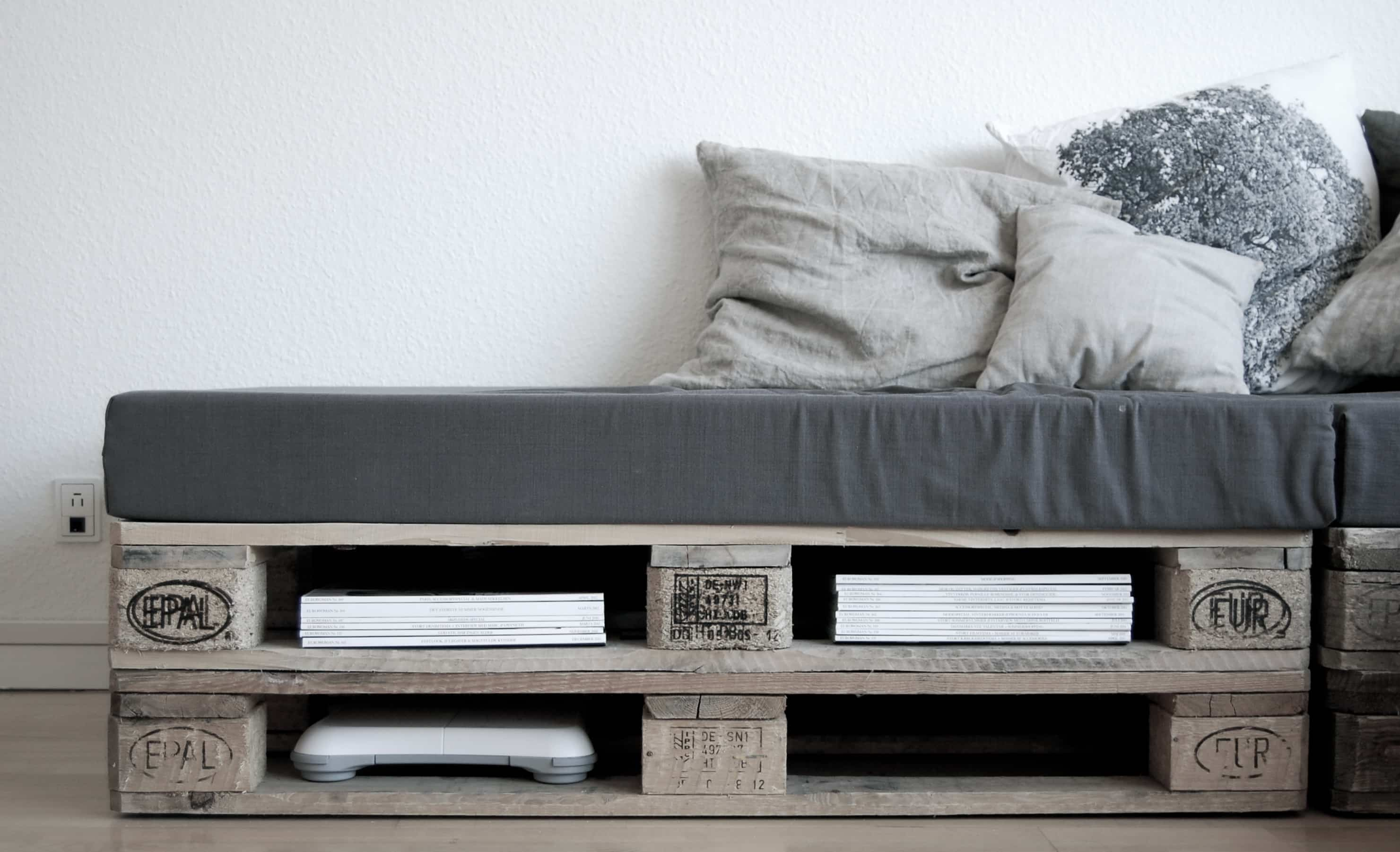 couch aus paletten swalif. Black Bedroom Furniture Sets. Home Design Ideas