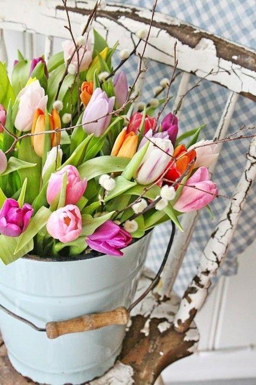 deko mit tulpen laden sie den fr hling ins haus ein. Black Bedroom Furniture Sets. Home Design Ideas