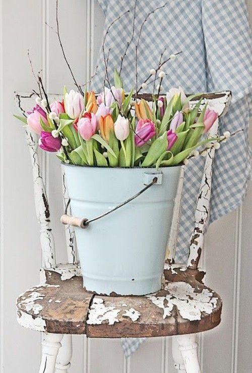 Deko mit tulpen laden sie den fr hling ins haus ein - Stuhl dekorieren ...