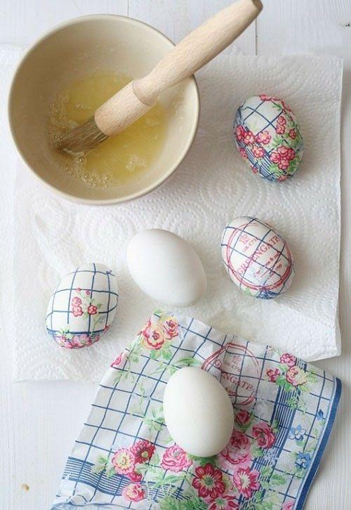 Bunte ostereier ien festlicher tafelschmuck und - Eier dekorieren ...