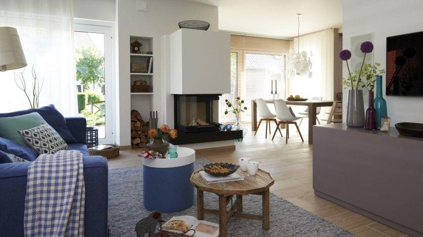 Wohnzimmereinrichtung mit hohen Decken sorgt für Luxusgefühl ...