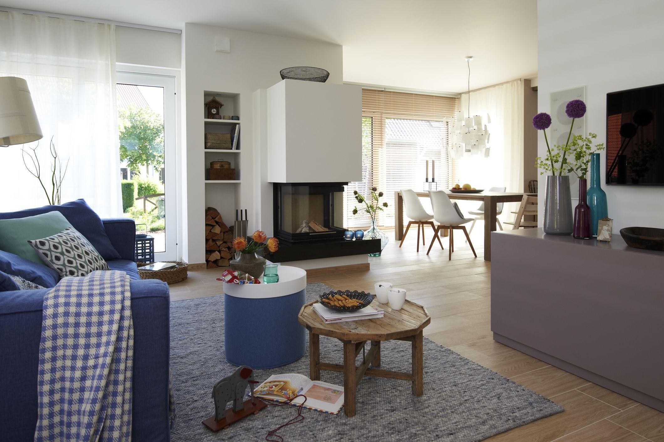 Wohnzimmereinrichtung mit hohen decken sorgt f r for Wohnzimmereinrichtung komplett