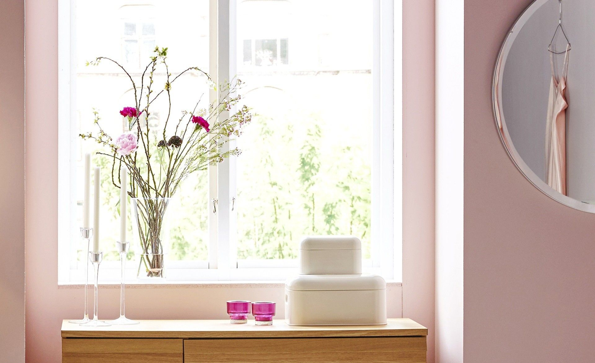 fensterbank deko ideen die jedes ambiente auffrischen. Black Bedroom Furniture Sets. Home Design Ideas