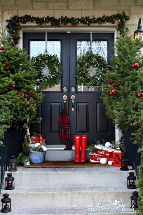 weihnachtsdeko hauseingang tipps f r stimmungsvolle dekoration vor der haust r. Black Bedroom Furniture Sets. Home Design Ideas