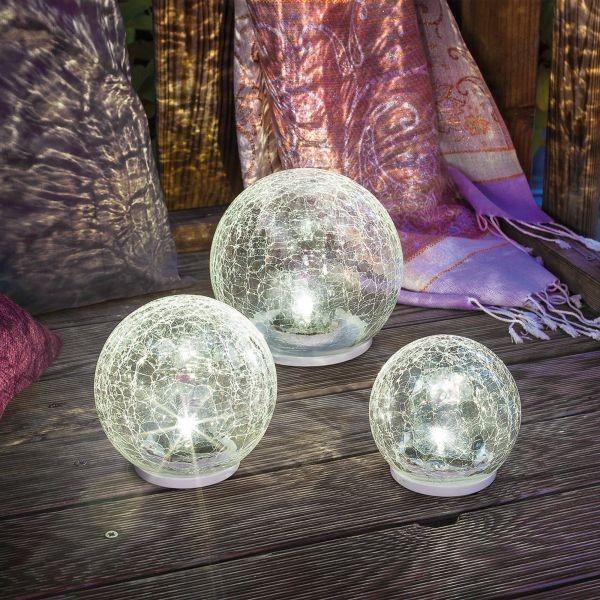 Solar Leuchtkugeln setzen Trend auf der Holzterrasse eine gute Figur machen praktisch und dekorativ
