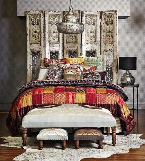 Marokkanisches Schlafzimmer Paravent Silberfarbe Patchwork Bettdecke bezauberndes Raumdesign