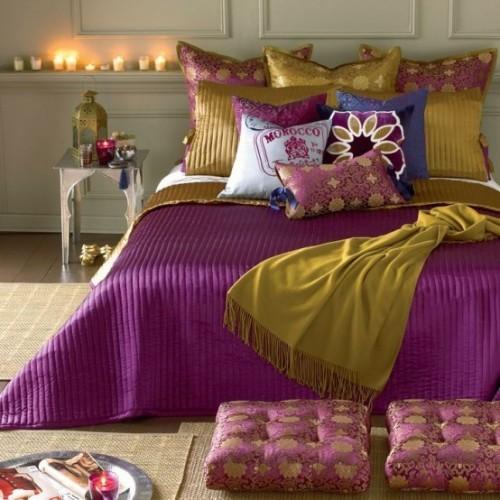 Marokkanisches Schlafzimmer richtige Explosion von Farben Lila Goldgelb Blau Kerzen