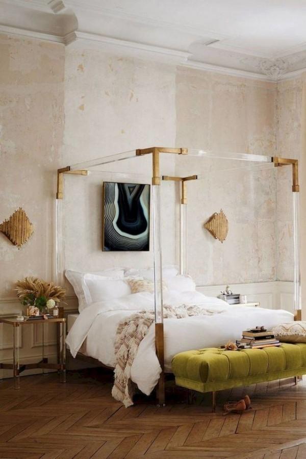 Pariser Chic im Schlafzimmer Parkettboden Bett mit Rahmen Vintage Style moderne Elemente