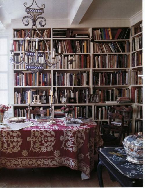 Boho Chic im Esszimmer Bücherwand