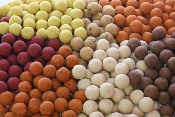 unterschiedliche farben boilies fürs karpfenangeln