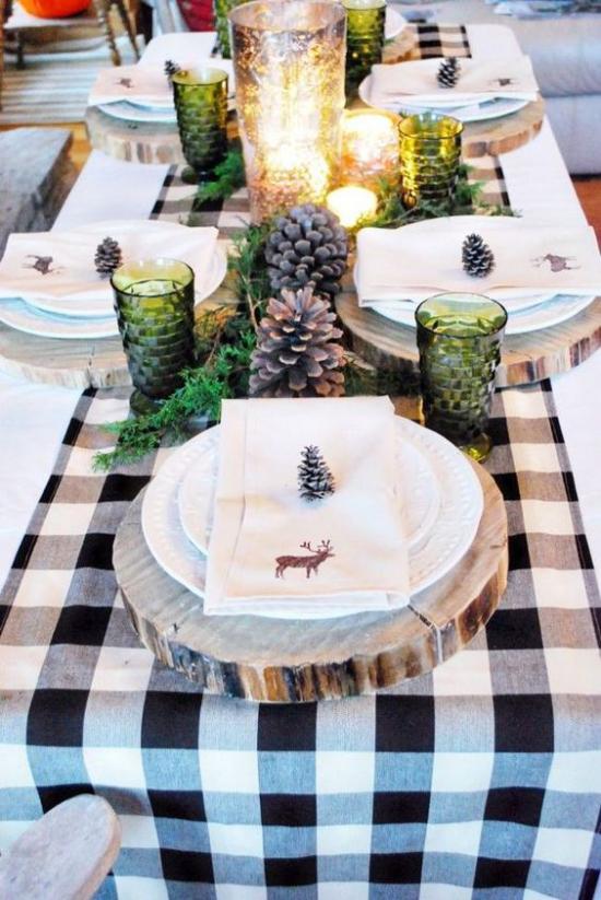 Festliche Tischdeko Ideen zu Weihnachten Tischläufer in Karos schwarz