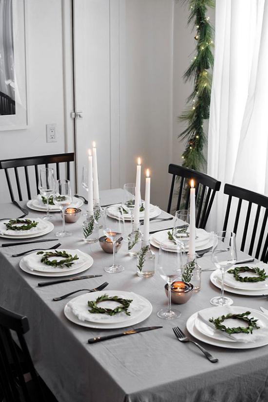 Festliche Tischdeko Ideen zu Weihnachten schönes Gedeck Kerzen