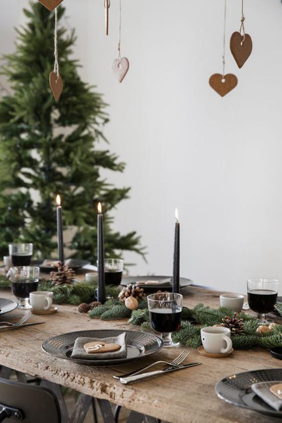 Festliche Tischdeko Ideen zu Weihnachten schlicht elegant schwarze Kerzen