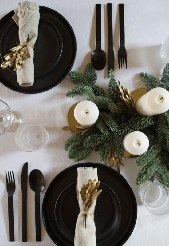 Festliche Tischdeko Ideen zu Weihnachten sehr stilvolles Gedeck in Schwarz