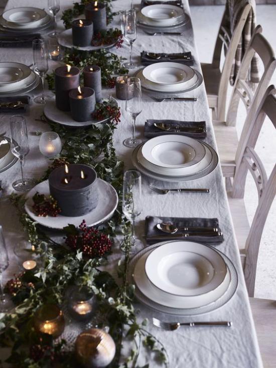 Festliche Tischdeko Ideen zu Weihnachten weiße Tischdecke